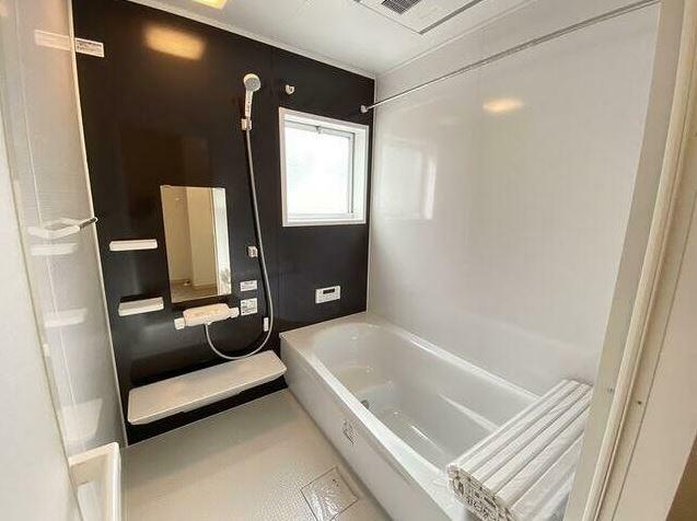 浴室 家族でも入れる1616サイズのユニットバスに交換しました。 衣類乾燥機能もついています。
