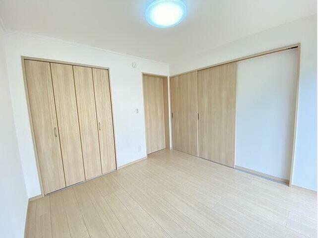 洋室 旧和室スペースを可動間仕切り仕様の洋室へ! 客間にも個室にも使えます。