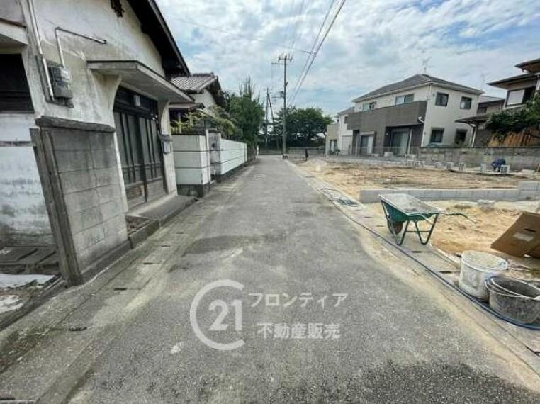 周辺の街並み 現地前道です