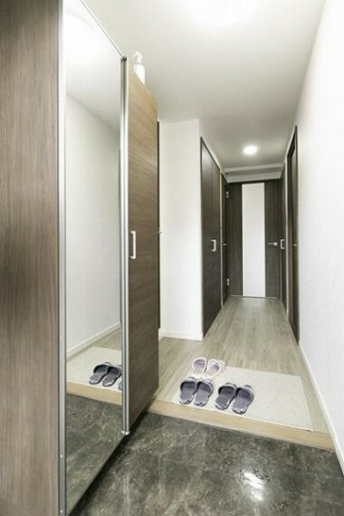 玄関 洗練されたデザインの玄関でお出迎え