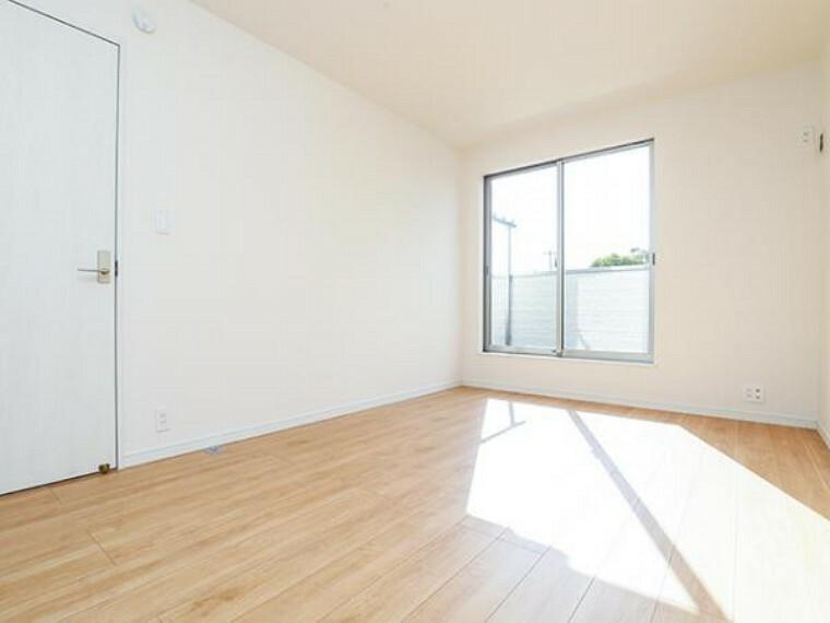 同仕様写真(内観) \同仕様写真/陽当たりの良い洋室はお子様の子ども部屋にピッタリです