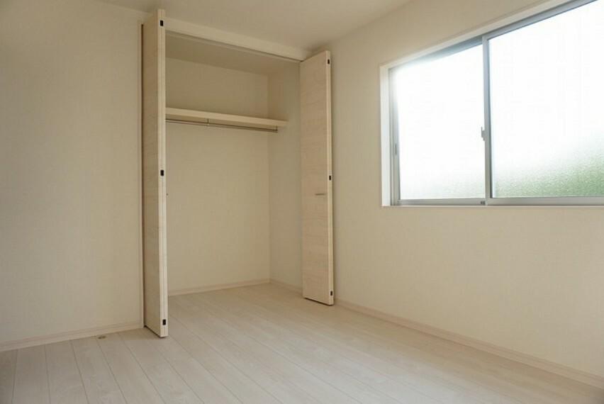 寝室 同仕様写真。住む人のこだわりを活かす洋室^^クローゼットもあり荷物もすっきり片付けられ、ゆとりのある暮らしが出来ます^^