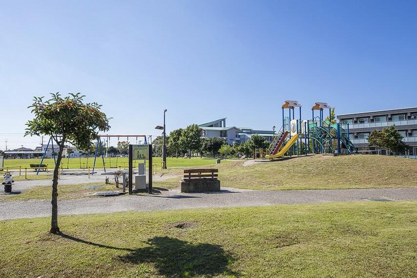 公園 五井中川田公園(550m/徒歩7分)複合遊具、ブランコ、スプリング遊具、健康遊具、便所など。カマドベンチ、断水時も使用可能なトイレ、太陽光・風力発電を備えた照明など、防災施設が数多く備え、災害時には避難拠点として機能します。