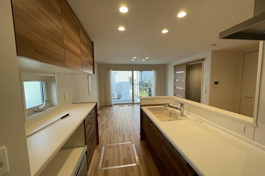 キッチン No.4_キッチン(撮影_2021年7月)リビングと隣接していることで一体感のある空間でお料理頂けます。