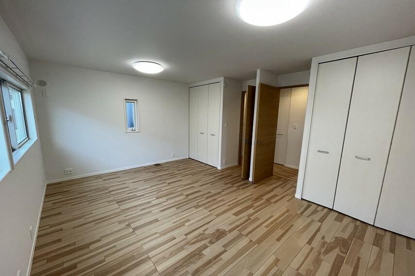 洋室 No.5_洋室(撮影_2021年7月)将来2部屋に分けることのできる設計をしております。