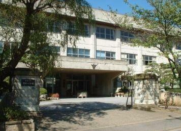 小学校 君津市立周西小学校 徒歩7分。