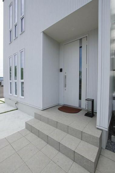 同仕様写真(内観) 〈同仕様写真〉モデルプラン 玄関イメージ写真