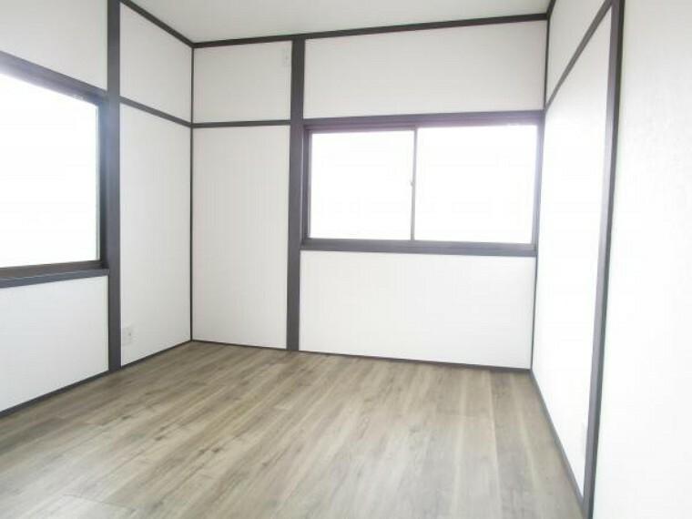 洋室 【リフォーム後写真】2階6畳和室は洋室へ変更しました。押入れ部分にはクローゼットを新設しています。
