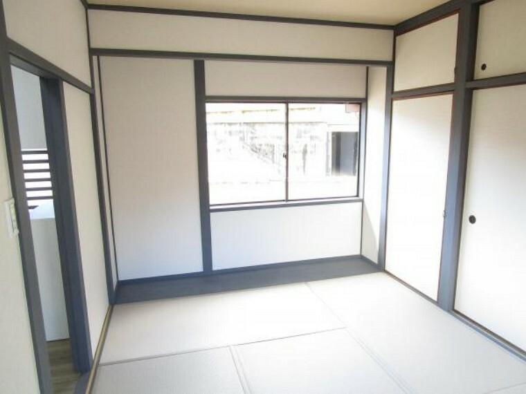 和室 【リフォーム後写真】1階6畳和室別角度から。