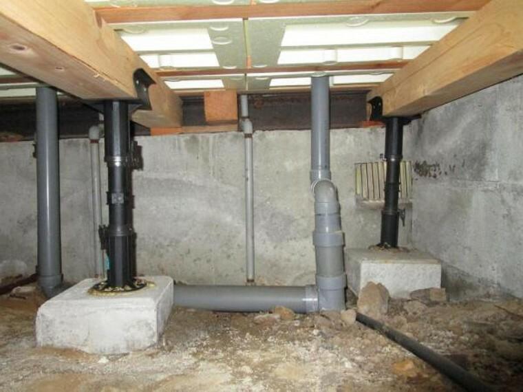 構造・工法・仕様 中古住宅の3大リスクである、雨漏り、主要構造部分の欠陥や腐食、給排水管の漏水や故障を2年間保証します。その前提で床下まで確認の上でリフォームし、シロアリの被害調査と防除工事も行います。