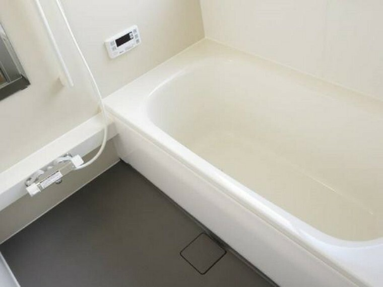 浴室 【リフォーム中】浴室はハウステック製の新品のユニットバスに交換します。足を伸ばせる1坪サイズの広々とした浴槽で、1日の疲れをゆっくり癒すことができますよ。