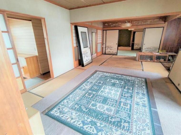 洋室 【リフォーム中】1階和室は、洋室に間取り変更します。床はフローリング、壁天井クロス貼替、クローゼットは新設します。ご夫婦の寝室にいかがでしょうか。