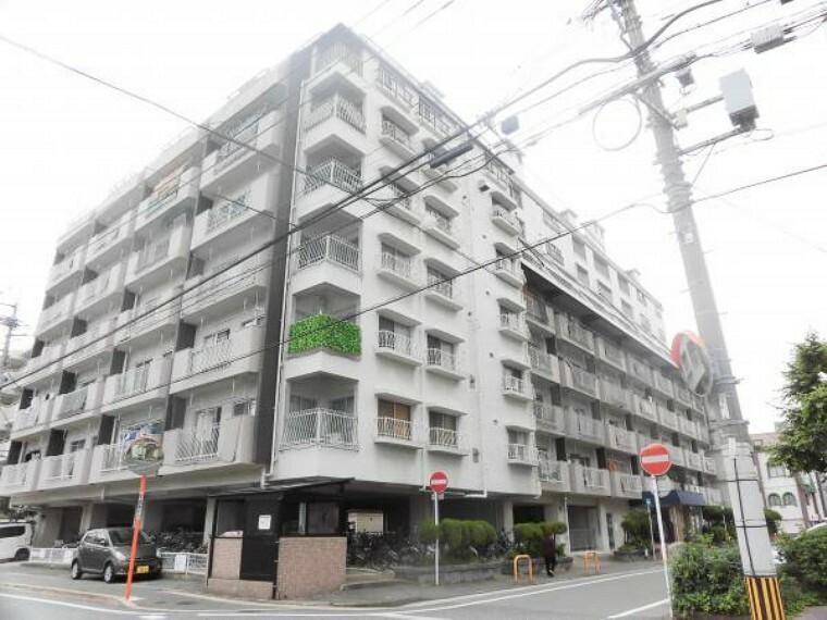 外観写真 総戸数158戸9階建て4階部分になります。西鉄天神大牟田線「高宮」駅まで徒歩11分(880M)、天神まで約6分で便利です。また、スーパー・小学校・中学校も1キロ圏内で生活し易い立地です。