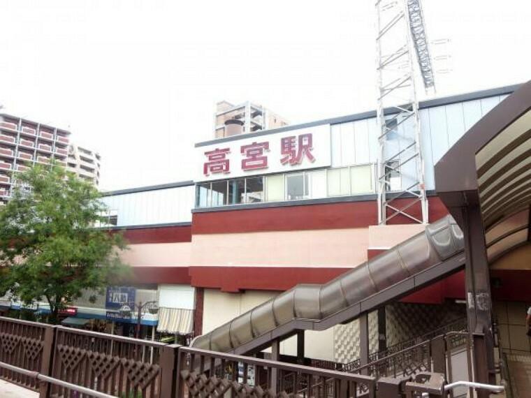 西鉄大牟田線「高宮」駅まで、徒歩11分(880M)です。通勤・通学に便利ですね。天神まで約6分です。