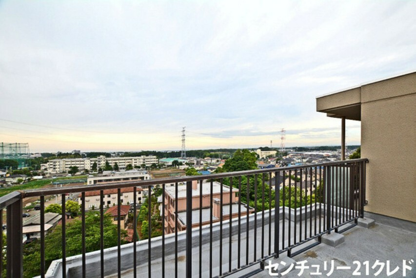 眺望 バルコニーからの眺望です! 周りには高い建物がなく眺望良好です! 都会の雑踏から離れ、都心を通勤圏内とする便利な環境です!即時ご入居頂けます。