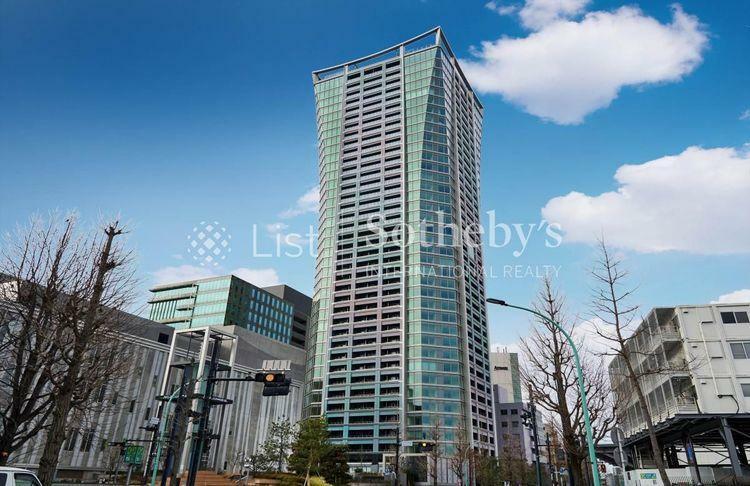 外観写真 都市の混沌を見下ろすように出現する、地上39階のタワーレジデンスです。