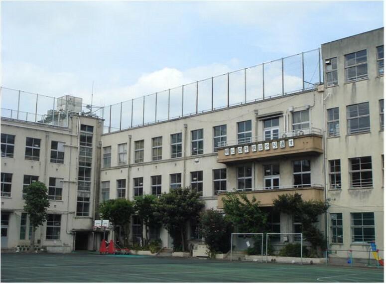 小学校 【小学校】区立明化小学校まで890m
