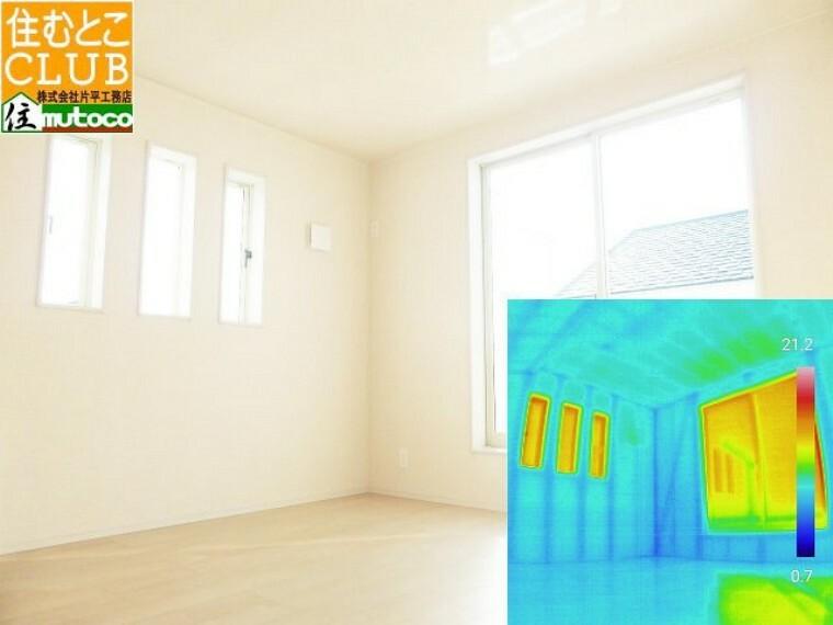 玄関 内部壁と床の断熱材、気密充填不足により床下の冷気上がりが無いか、サーモグラフィでご確認■片平工務店