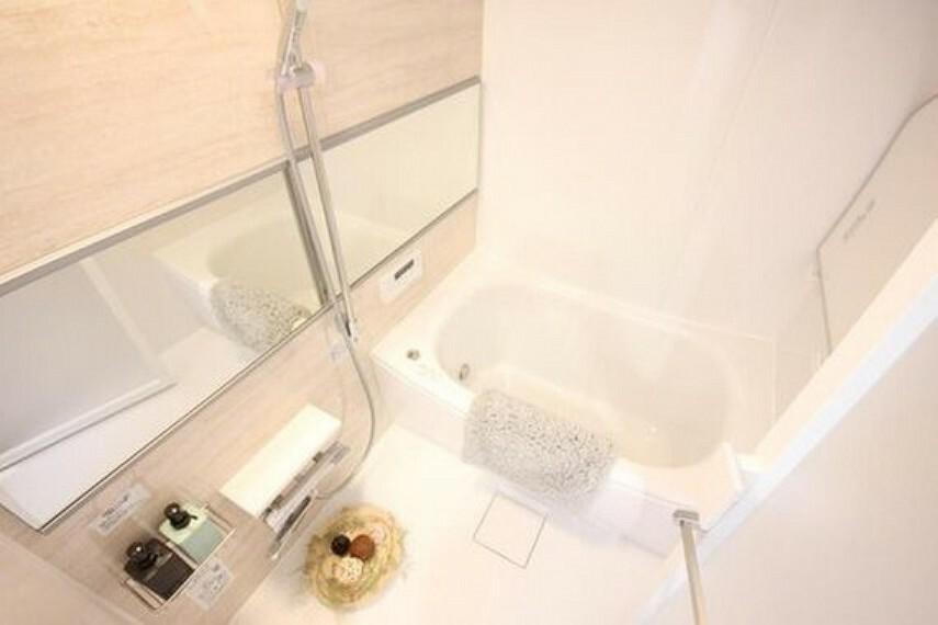 浴室 疲れを癒す場所にふさわしい快適で清潔な空間で心も体もオフになる極上のリラックスタイムをお楽しみください。