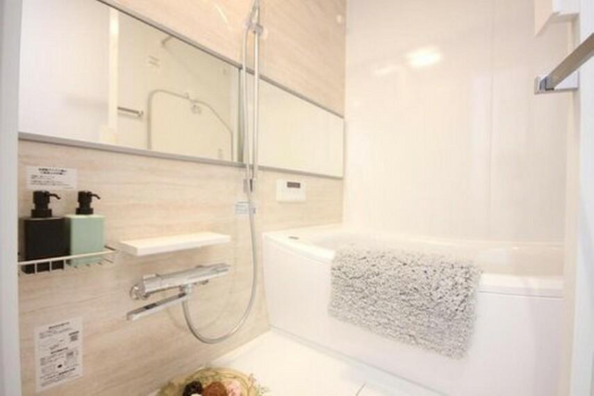 浴室 一日の疲れを癒す貴重なリラクゼーションスペース。ゆっくりとした時間を過ごせるゆとりあるバスルームは毎日使いたくなりますね。また、お子様とのコミュニケーションをとる場所にもなります。