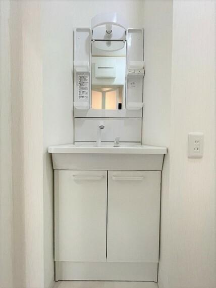 洗面化粧台 シンプルに使いやすく、無駄のない洗面室です。