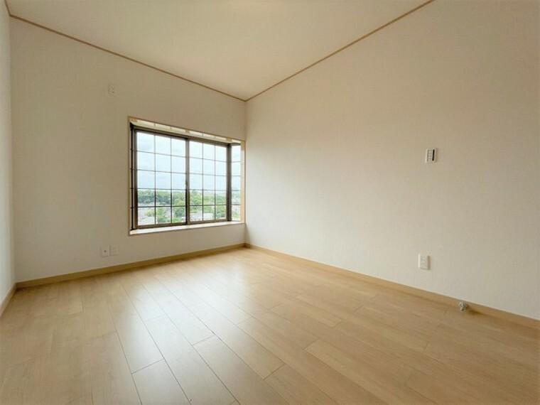 洋室 ご両親様が泊りに来られても、お部屋として使えるので安心ですね。