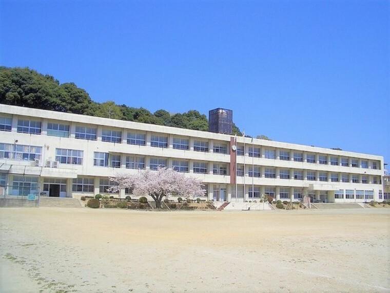 中学校 新城市立東郷中学校