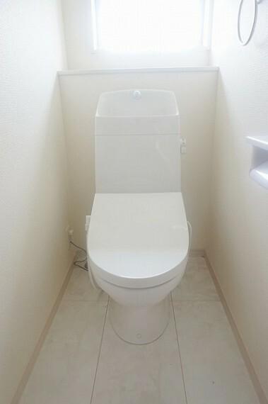 トイレ ウォシュレット機能付きトイレ!各階にトイレがあるので来客時にも気兼ねなく使えてえ便利です。