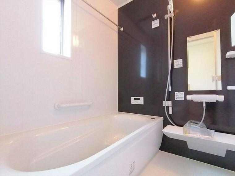 浴室 一日の疲れを癒しながら、お子様と一緒にバスタイムも楽しめる清潔感あふれる浴室です。浴室は換気・乾燥・暖房機能付きなので、雨の日のお洗濯や寒い冬でも1年中快適です。 ■昭島市田中町1 新築一戸建て■