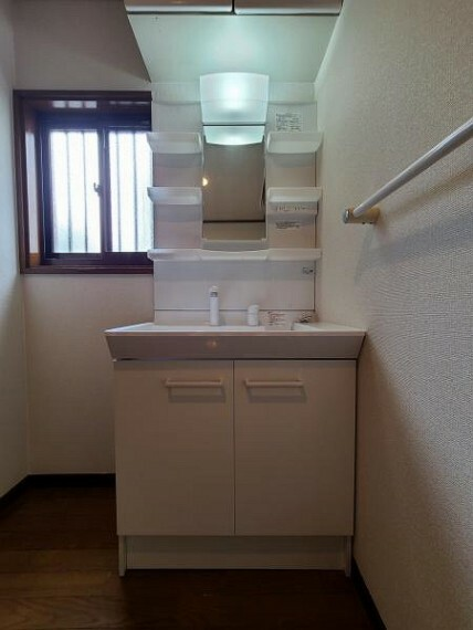 洗面化粧台 サイド収納のある洗面台!小物類もすっきり片付きますね!