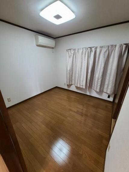 洋室 洋室4.5帖:収納スペース豊富なお部屋です!