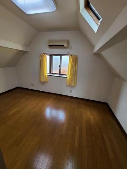 子供部屋 洋室7.5帖:カスタマイズしていただきやすい「シンプル」なデザインの室内!