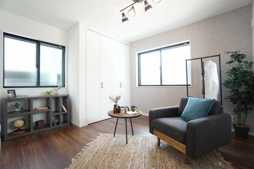 同仕様写真(内観) \同仕様写真/ダーク調の床材を使用しておりヴィンテージ感を高めてくれます