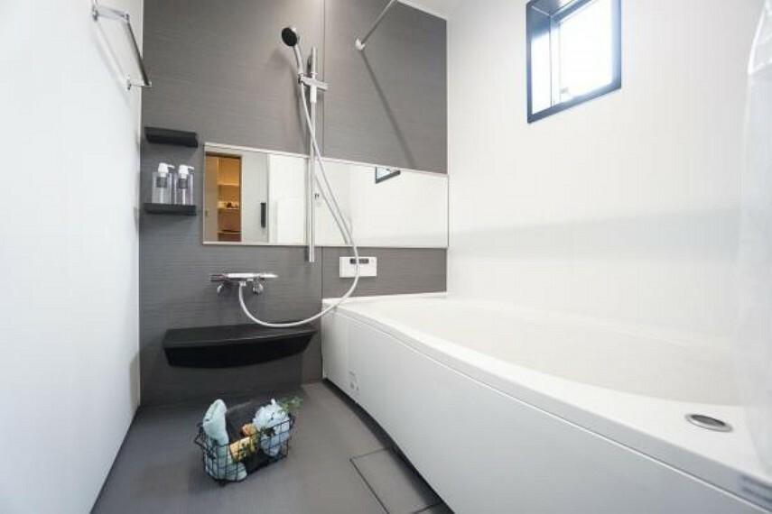 同仕様写真(内観) \同仕様写真/一日の疲れを癒してくれる浴室です。足を伸ばして入浴できるのでリフレッシュ出来ますね