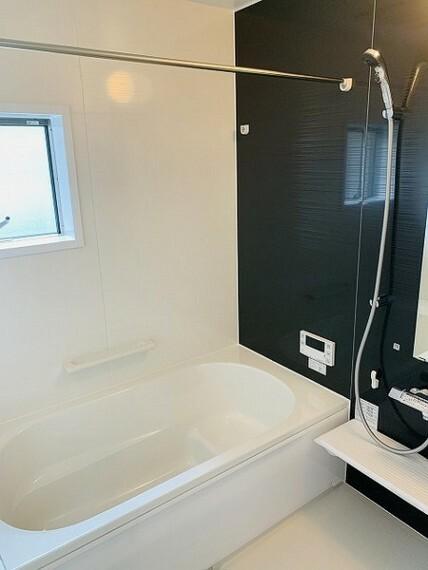 浴室 風呂・1坪サイズのゆったりバスで一日の疲れをリフレッシュ!浴室乾燥機付きで梅雨・花粉シーズンに大活躍!