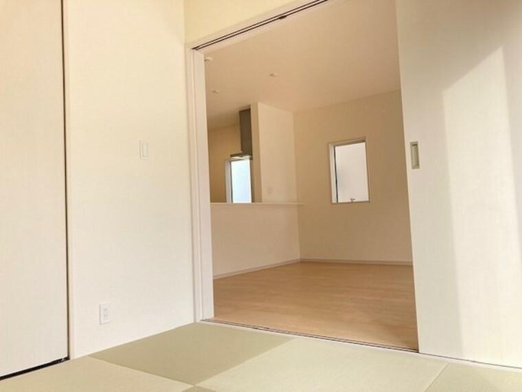 和室 収納付き和室で家時間ものんびり癒されます