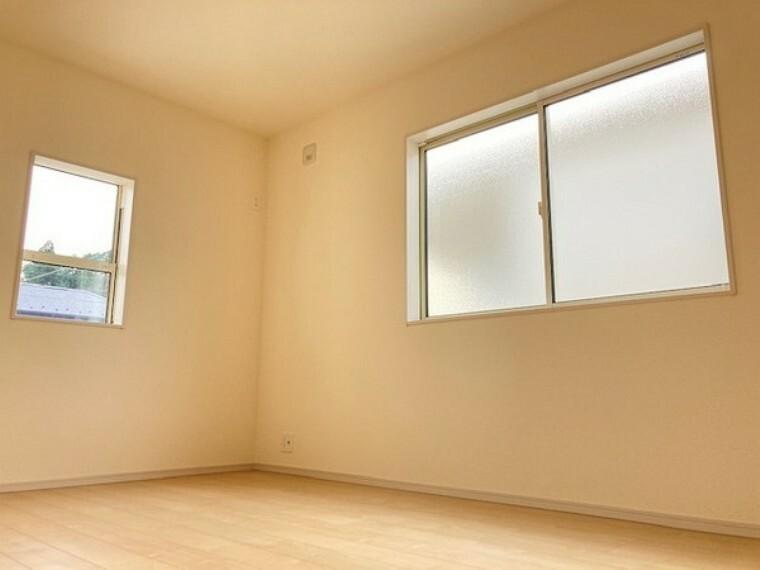 洋室 どのお部屋も窓からしっかり光が注ぎ込む