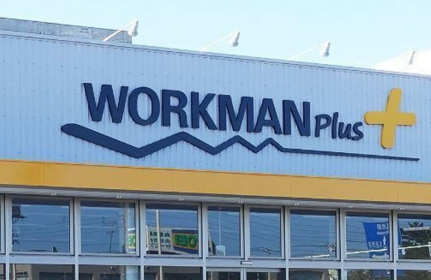 ショッピングセンター WORKMAN Plus 木更津潮見店 メディアで話題沸騰のワークマンプラス。カジュアルなデザインと機能性の高さが魅力! ここで全身コーディネートをして房総へアウトドアに行くのも良いですね!