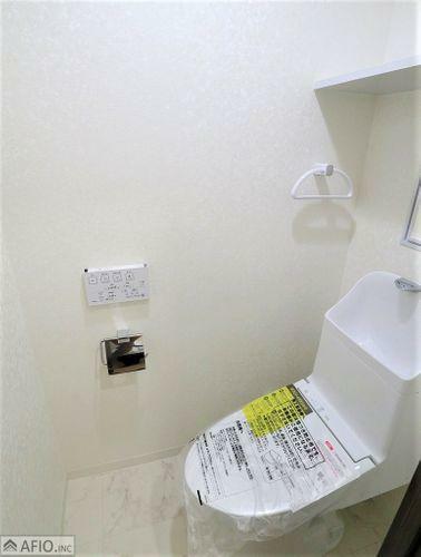 トイレ 清潔感のある真っ白なトイレ