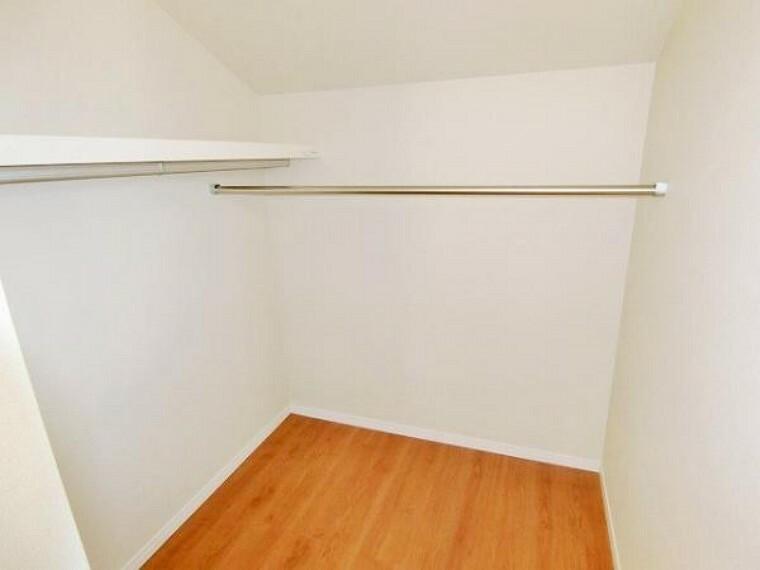 同仕様写真(内観) \同仕様写真/可動棚を採用しており、お好きな高さに調整できるので、収納するものに棚を合わせれば、たくさん収納することが出来ますね!