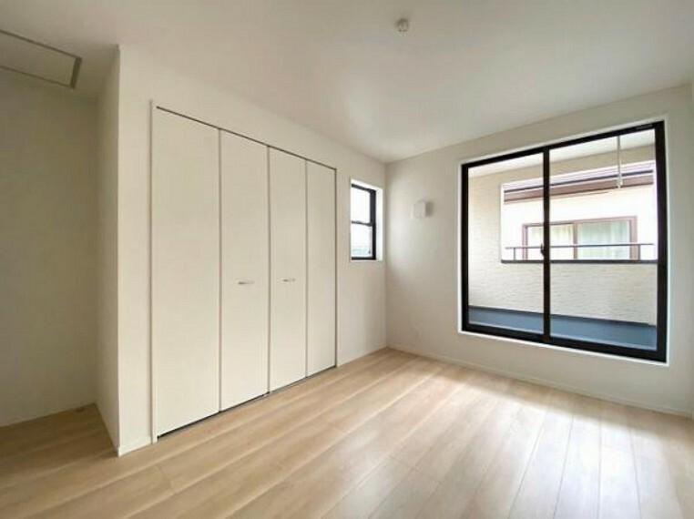 寝室 のお部屋はバルニコーに面しており、日当たり、通風ともに良好です!