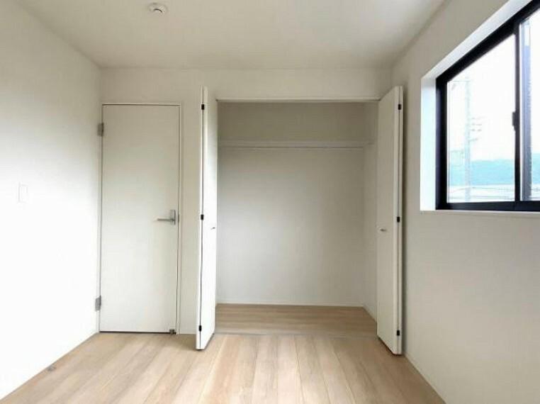 収納 お布団も収納できる広々とした収納は、季節のものもたくさん収納しておける便利なスペースです!