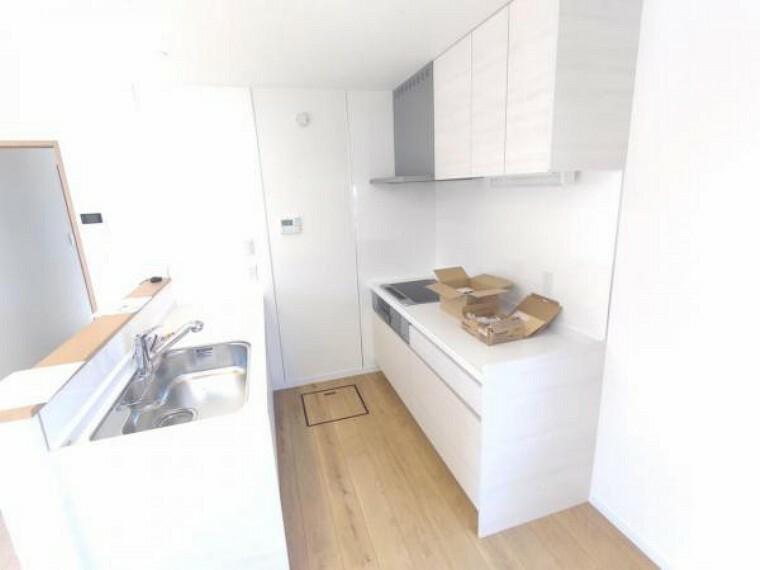 キッチン 【リフォーム中】キッチンの様子です。LDKのキッチンは空間を有効に活用するため、セパレート式にする予定です。