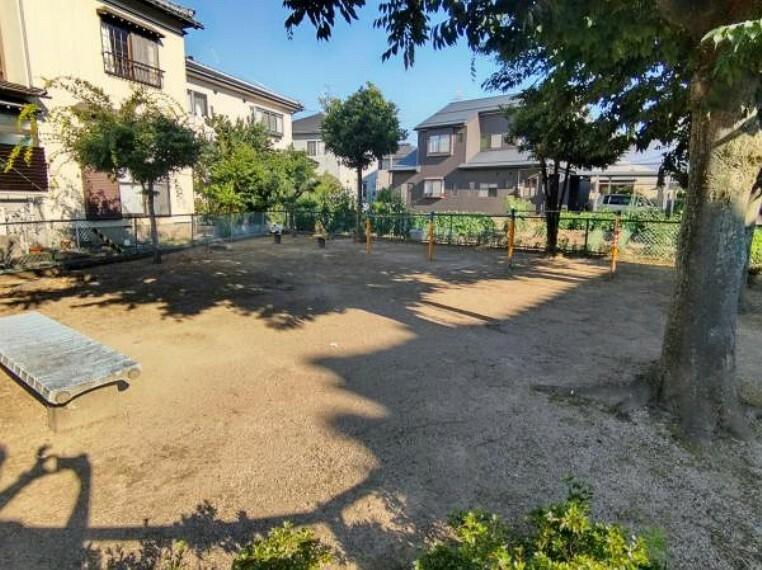 公園 【周辺環境】約50m(徒歩1分)のところに荻曽根第二開発公園があります。近所に遊べる公園があるとお子様にとってありがたいですね。
