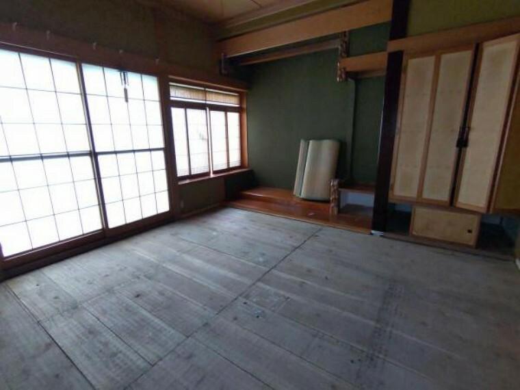 キッチン 【リフォーム中:8/20撮影】現在和室ですが、対面キッチンを設置します。仏間や床の間は、冷蔵庫や食器棚などを置くスペースに変わります。リビングにいる家族を眺めながら、料理がはかどりそうですね。