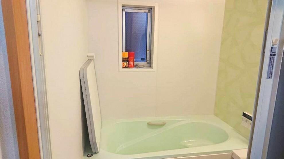 浴室 浴室は湿気がたまりやすく、換気扇だけではどうしてもカビが出やすいです。