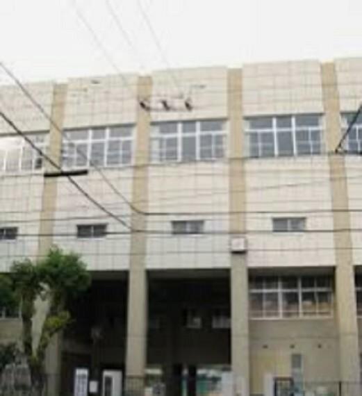 中学校 【中学校】神戸市立烏帽子中学校まで235m