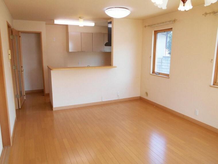居間・リビング 開放感と採光にこだわった16畳の明るいリビング。