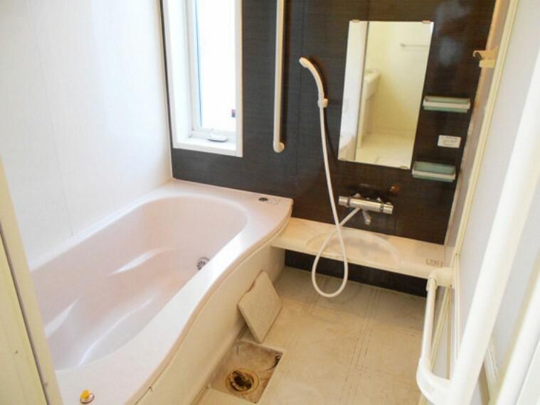 浴室 お子様との触れ合いの場所としても大切な空間。一日の疲れを癒す広々バスルームです!