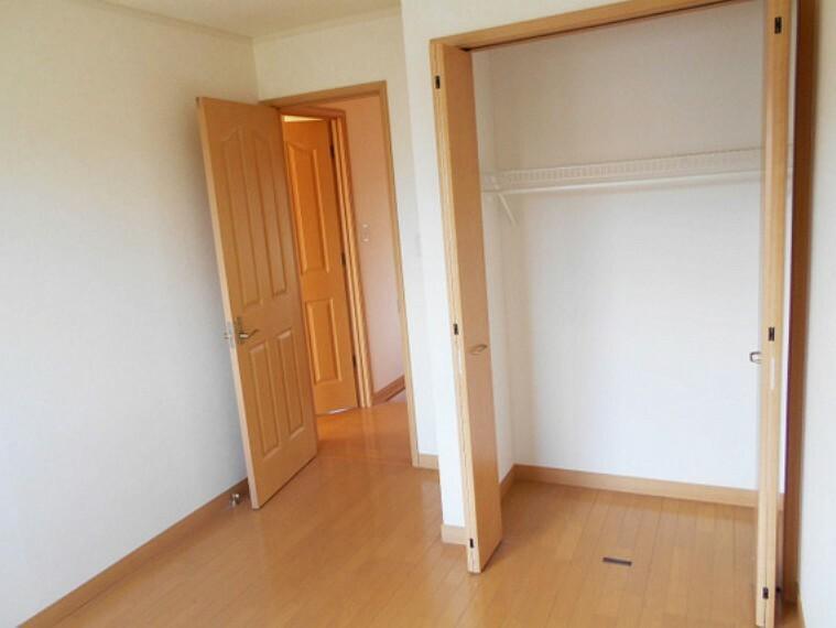 収納 便利な全居室収納スペース付き。